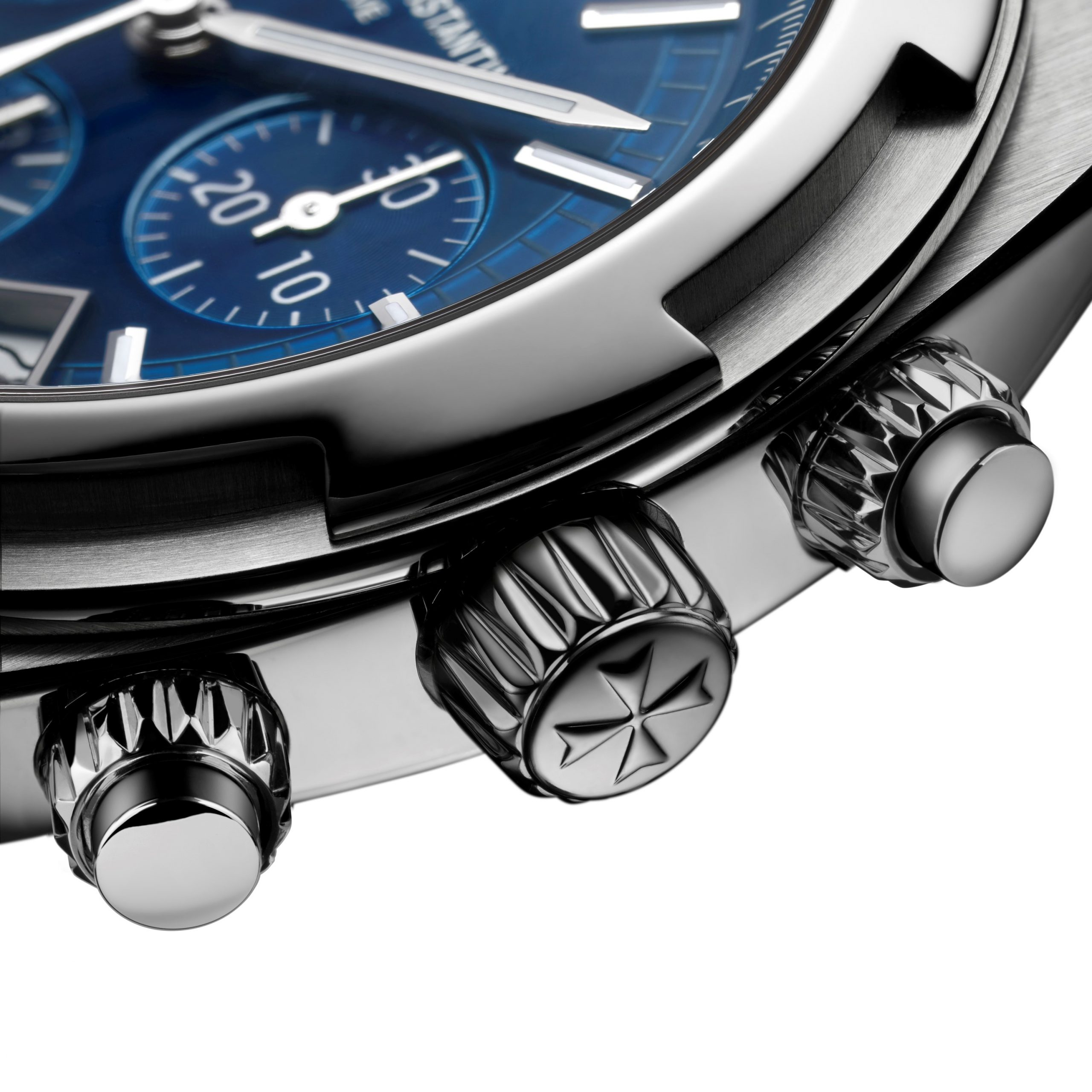 Kunsztownie zdobione przyciski chronografu i koronka zegarka Overseas Chronograph